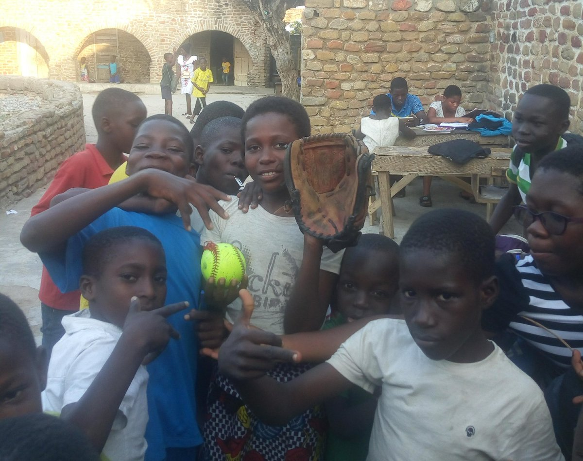 For the First time we are introducing softball at BUKOM, a remote part of Accra. All these children are from this Forster home, and the response we got was overwhelming! With one glove and one ball we made a difference! @jen_schro @PaytnMonticelli @16uGloryNaudin @MNBATigers05 https://t.co/7tzav0R2Jr