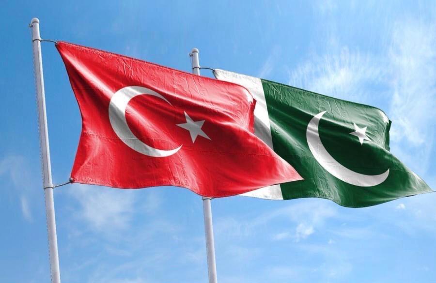 Dost ve kardeş Pakistan'ın Bağımsızlık Günü kutlu olsun. Ülkelerimiz arasındaki kardeşlik bağları daima sürecek. 🇹🇷🇵🇰  Congratulations on the Independence Day of friendly&brotherly Pakistan. Brotherhood bonds between our countries will remain forever. 🇹🇷🇵🇰 #PakistanZindabad https://t.co/GOYEPpSTAk
