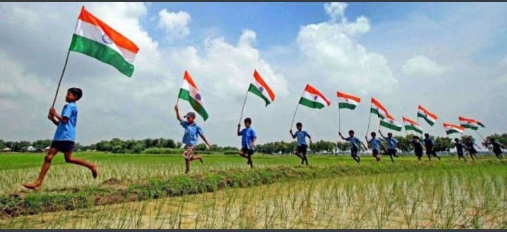 Happy independence day to everyone 🇮🇳🇮🇳🇮🇳. There Is Nothing More Beautiful & Electrifying Than Our Flying Tricolour 🇮🇳🇮🇳🇮🇳❤️ #IndependenceDay2020  #IndependenceDayIndia  #स्वतंत्रतादिवस #स्वतंत्रता_दिवस #जयहिन्द #भारत_माता_की_जय #IndianArmy @diljitdosanjh #ShehnaazGiIl https://t.co/etYaZWyZe8