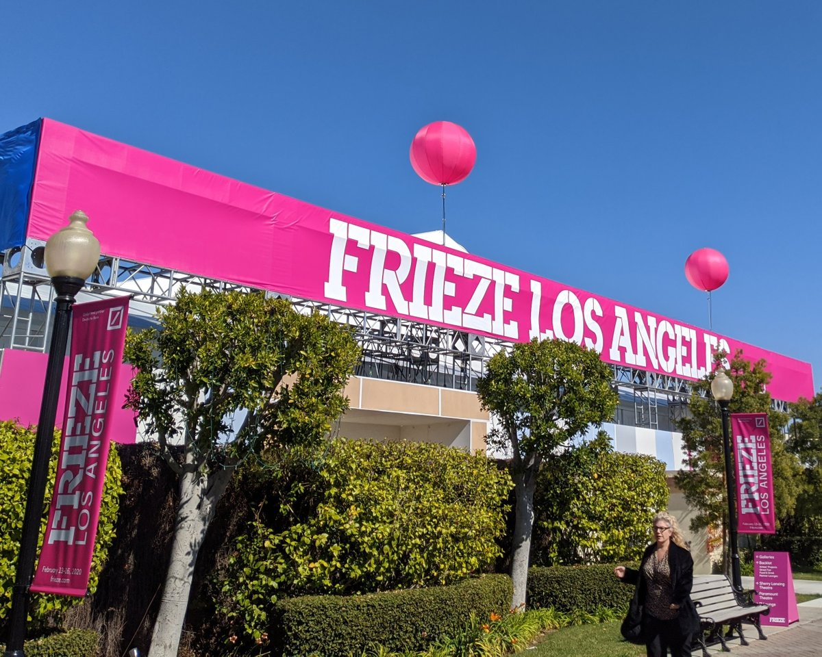#FlashbackFriday: Color matching slipcovers helped highlight the entrance to Frieze Los Angeles 2020.   #WeAreAirstar #balloonlight #lightingballoon #eventlighting  #eventplanning #eventdesign #eventproduction #eventprofs #experientialmarketing #friezelosangeles #prettyinpink https://t.co/FLGbD9xfAc