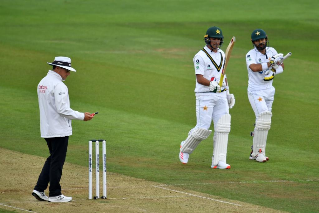 Bad light stops play- Pakistan vs England second test 2020