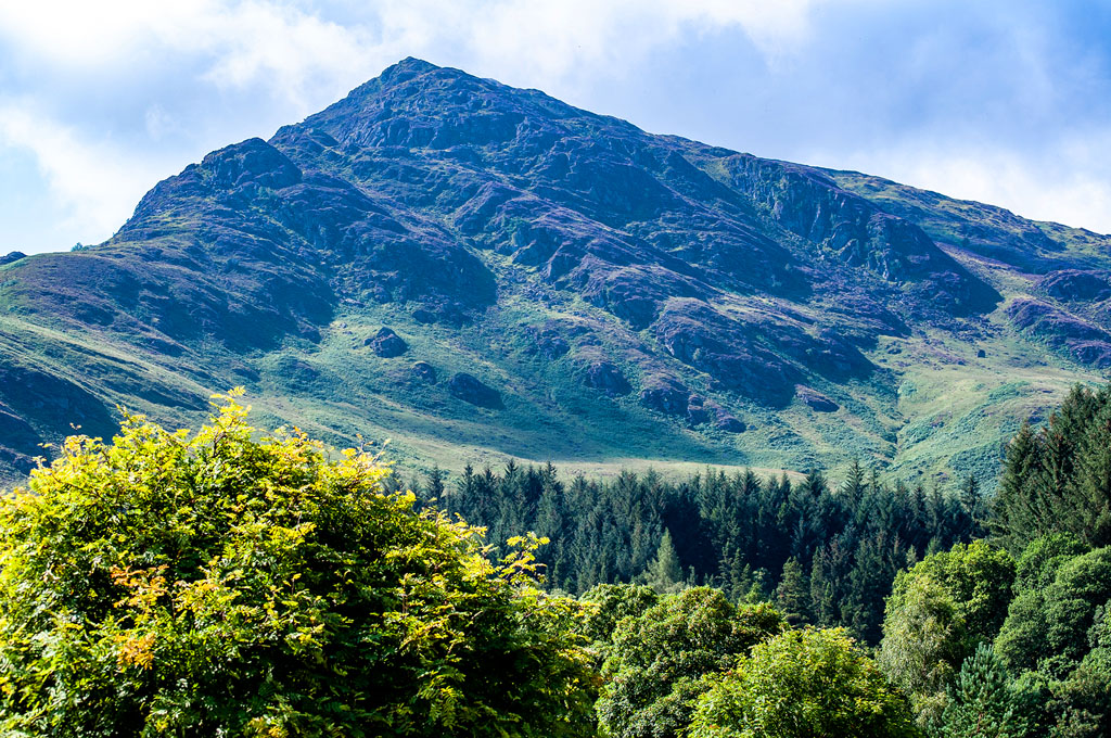 Plans for the #weekend? Let this #view inspire you - The Birran, #Perthshire. Climb a mountain or take a gentle stroll. If you need a repair to your gear then we're here. https://t.co/qbKcMwKujR #outdoors #gearrepair #hiking #climbing #adventure https://t.co/MrbQbacDIX