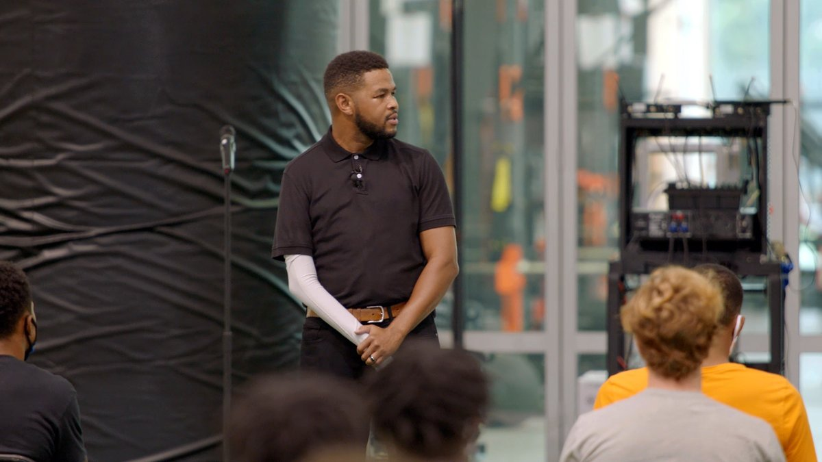 The dream is 𝐟𝐫𝐞𝐞. The hustle, the work, the reward is 𝐬𝐨𝐥𝐝 𝐬𝐞𝐩𝐚𝐫𝐚𝐭𝐞𝐥𝐲. @inkyjohnson // #VFL