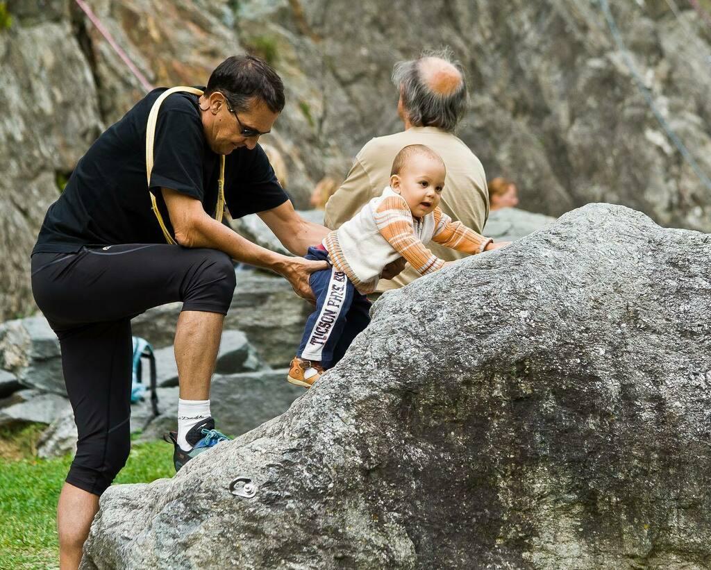 Día 224 - Iniciacion a la escalada. #365project #escalada #climbing #niños #kids #francia🇫🇷 https://t.co/eDzTDckss7 https://t.co/KkMEmz1e0k