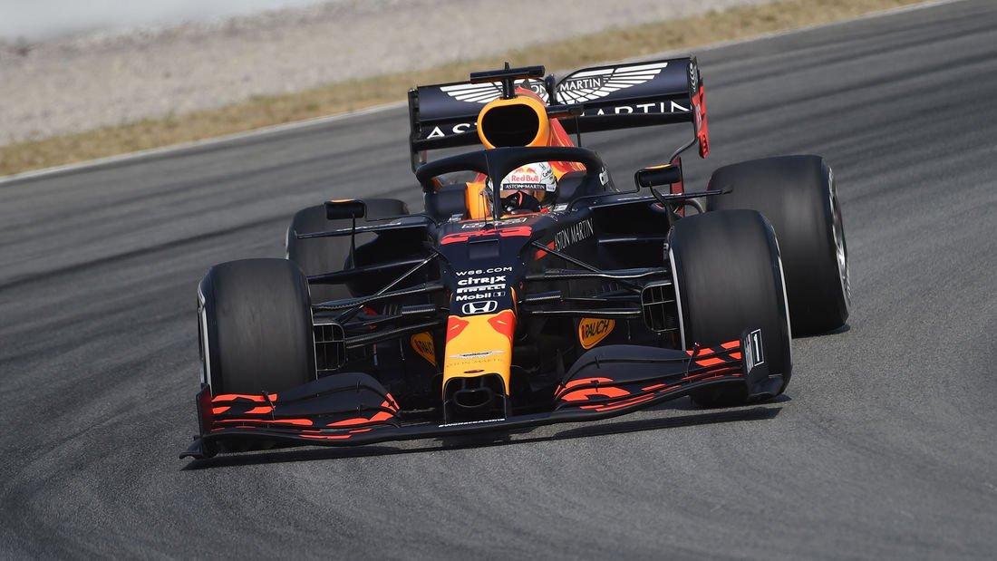 """#F1 🇪🇸 #SpanishGP - Viernes  🎙️#Verstappen """"Espero que en la clasificación Mercedes siga teniendo ventaja, ya que son muy rápidos, pero quién sabe en la carrera. Me he sentido bastante bien hoy, así que veamos si siento lo mismo el domingo cuando importa"""". https://t.co/6rNZXjZT8Z"""