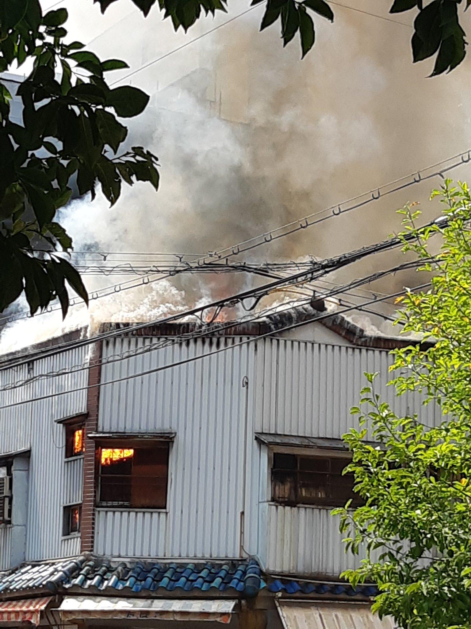 西成区の建物火災の現場の画像