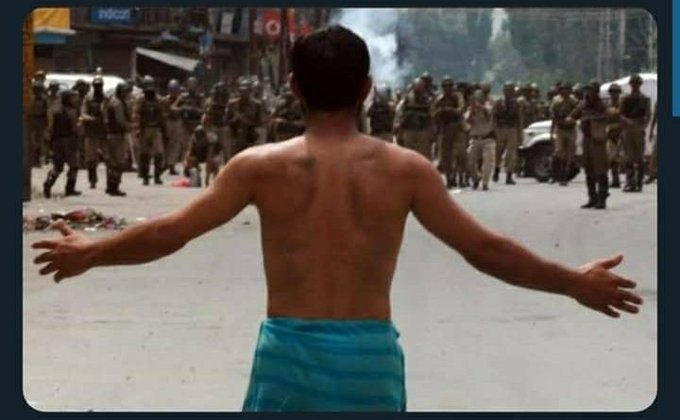 """Endia Can't stop these kids from getting """"Azaadi""""  ... #ModiHitler #India  .... #GayHind Try your best!  #Kashmir would be part of our own SYSTEM us  N-A united KHALLAFAT 🔥❤ returns 😝 .... In-sha-ALLAH ✌😍😊😂  #PakistanZindabad   #15AugustBlackDay https://t.co/NFUkIkGnll"""