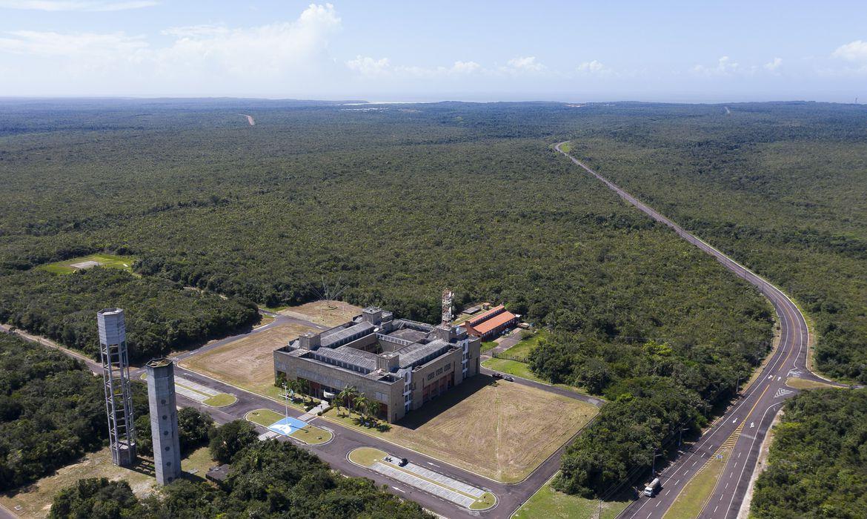 O presidente @jairbolsonaro  editou decreto que cria a Comissão de Desenvolvimento Integrado para o Centro Espacial de Alcântara, no Maranhão https://t.co/XydkAcqXXh  📷 Warley de Andrade/ @TVBrasil https://t.co/kgYUxeR9dU