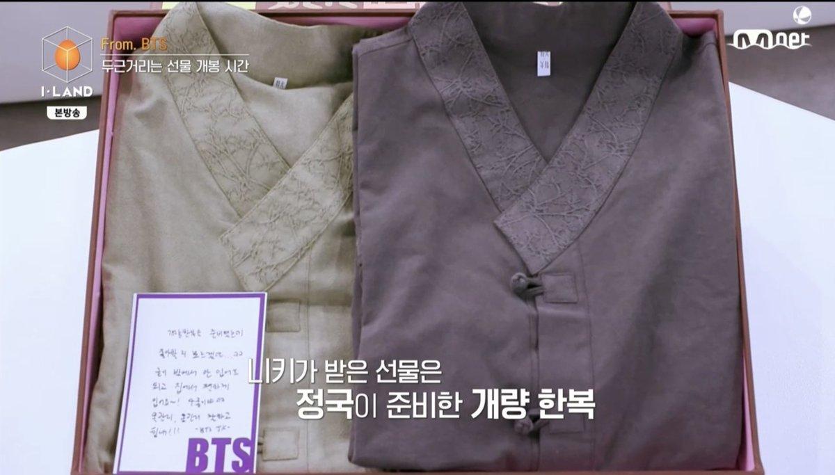 """𝙅𝙪𝙣𝙜𝙠𝙤𝙤𝙠 𝘾𝙝𝙞𝙡𝙚 ✨ auf Twitter: """"✨ El regalo de #Jungkook fue  entregado a Niki (I-LAND). """"Preparé un hanbok moderno, pero no sé si te  gustaría... kk ¡No es necesario que lo uses"""