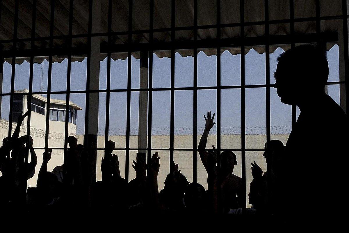 Detentos em presídios federais poderão receber visitas virtuais. Já os advogados podem ir às instituições penais, mas só poderão fazer quatro agendamentos por dia, com até 30 minutos  https://t.co/RUp8uvDDMl  📷 Arquivo/Agência Brasil/© https://t.co/ajgcmYLoK3