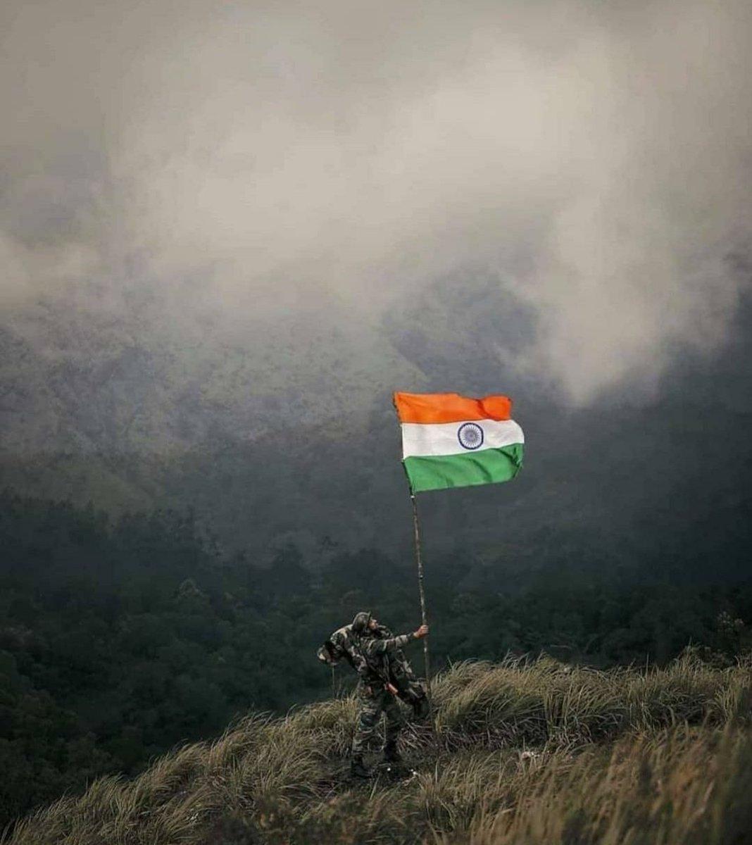 देहाकडून देवाकडे जाताना मध्ये देश लागतो आणि या देशाचे आपण काही देणे लागतो।  #IndiaIndependenceDay #India #राष्ट्र #Tricolour #तिरंगा https://t.co/m8yuGlMdiX