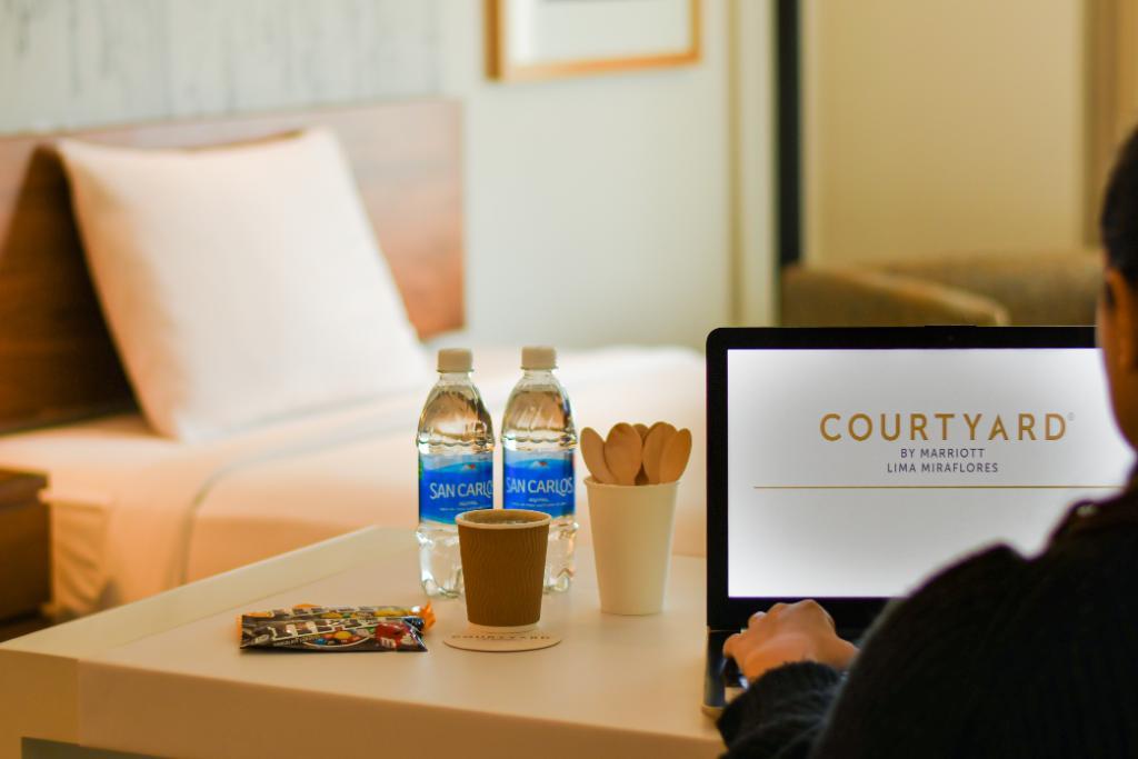 ¡Desde $59 obtén varios beneficios en nuestro Room Office! Incluye una habitación city view, wifi, botellas de agua, coffee kit, descuento en alimentos y bebidas, impresiones y copias.  Información y reservas: cy.bistro400@courtyard.com https://t.co/zMj6jsSBYs