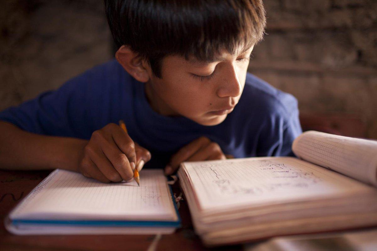 Según @UNICEFargentina, entre diciembre de 2019 y diciembre de 2020, la cantidad de chicas y chicos pobres pasaría de 7 a 8,3 millones. El porcentaje de niños y niñas pobres alcanzaría el 62,9% a fin de año.  ¡Esta realidad nos moviliza!👉Protejamos la #educación en la #infancia https://t.co/K2Mt4eSX6f