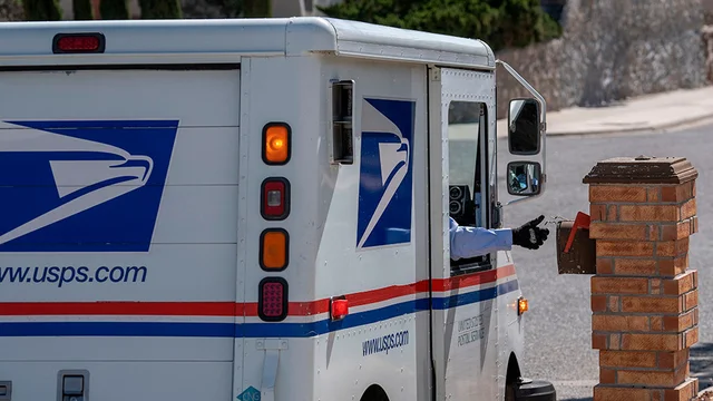 """USPS mailboxes removed in Oregon cities as officials cite """"declining mail volume"""" https://t.co/6t4MCh1pes https://t.co/oUvLhnNG06"""