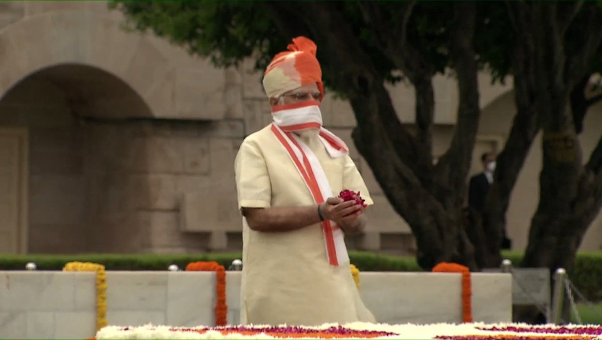 PM Shri @narendramodi pays homage at the Samadhi of Mahatma Gandhi at Rajghat, on the occasion of 74th Independence Day in Delhi. #AatmaNirbharBharat https://t.co/P12nXmIUZy