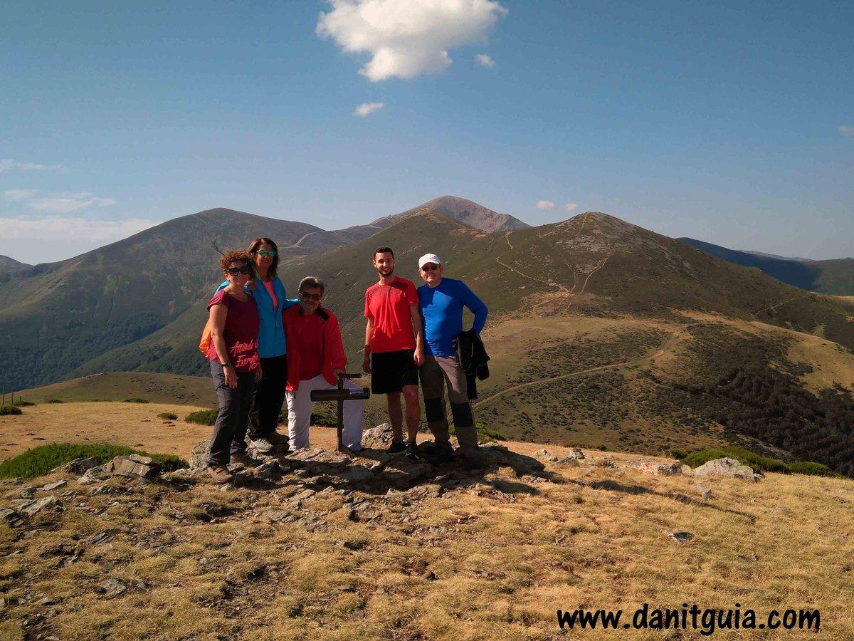 Ayer subimos al pico Chilizarrias en una de nuestras rutas personalizadas.  https://t.co/HvxRs7Lvr8 #Ezcaray #sierradelademanda @info_ezcaray  #trekking #naturaleza #bike #montaña #ebikes  #guiasdemontaña #bicicletas #mtb #escalada #senderismo #btt #mtbguide #alquilerdebicicletas https://t.co/JtrkVYBcaL