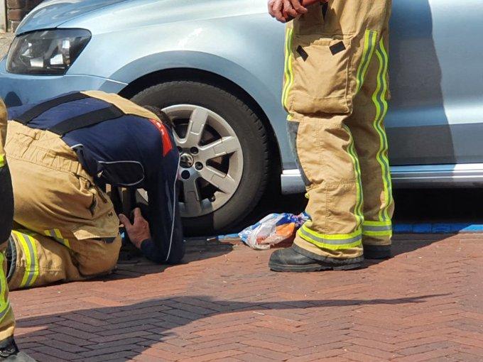 Honselersdijk Dijkstraat  Brandweer red dame die haar autosleutels in een put liet vallen. https://t.co/H5PxhJWNCE