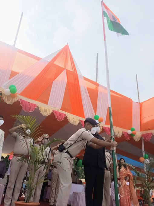 #74th_Independence_Day #Aurangabad @ArngDistrict  DM Saurabh Jorwal unfurled the tricolor.