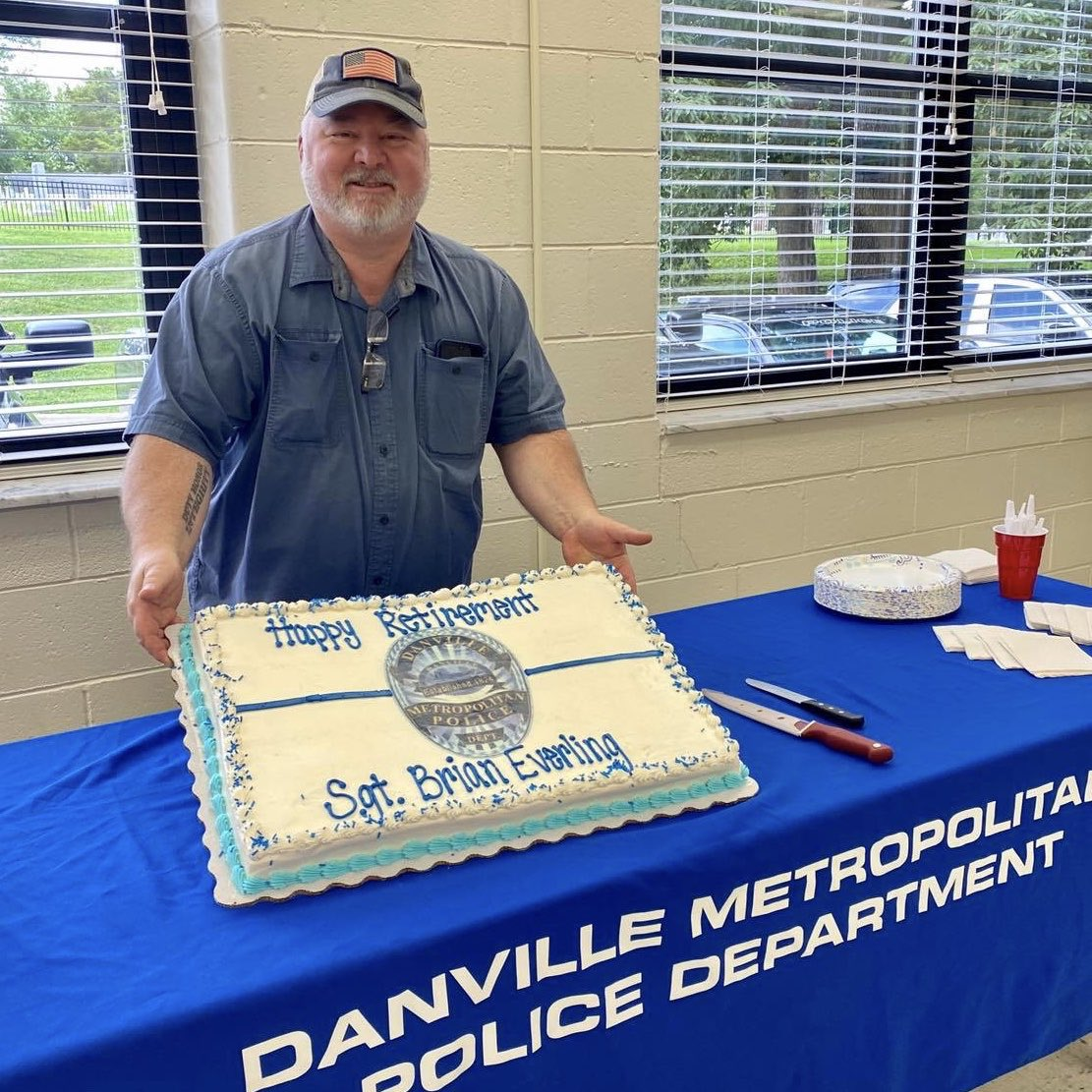 Danville police officer retires after nearly 40 years. @DanvilleMetroPD   Article: https://t.co/ovGhpfXxmM  #LEO #Retires #DanvilleIN #inHendricks https://t.co/sJ4sW8XlwK