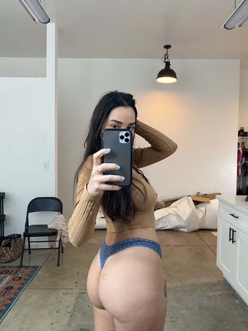 2 pic. Cum play with me this weekend  https://t.co/kIDCQq4dn9 https://t.co/eN8BeqOMHW