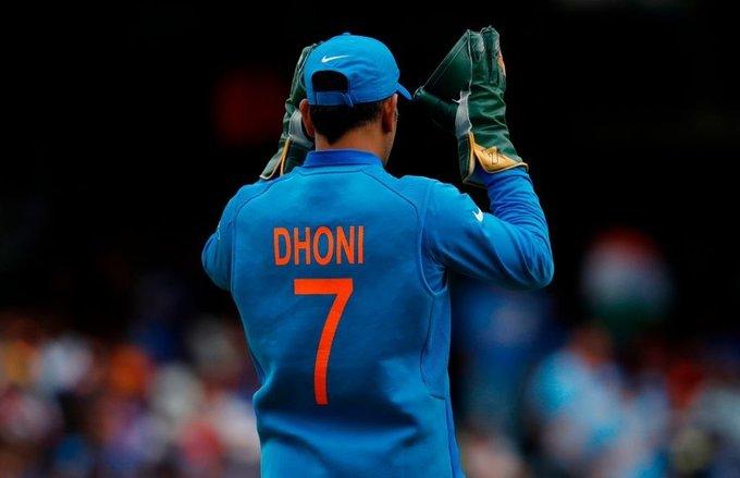 भारतीय क्रिकेटर महेंद्र सिंह धोनी ने अंतरराष्ट्रीय क्रिकेट से संन्यास की घोषणा की #MSDhoni