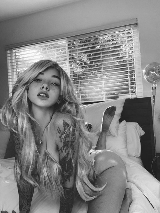 Blonde coconut 🌴 https://t.co/c7xeiWH0TJ