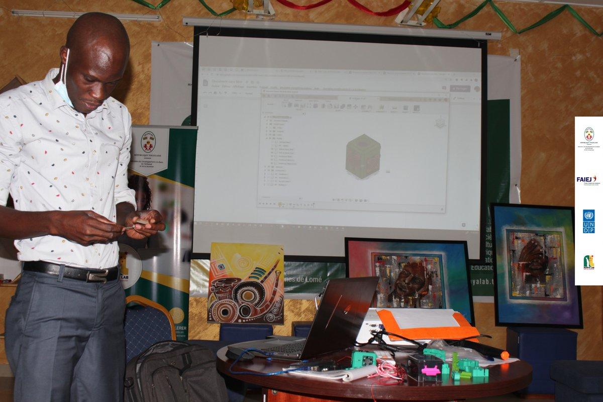 Après le succès de la  formation sur #AUTOCAD, @NunyaLab NunyaLab  à organiser ce matin avec avec le Fondateur de @EcoTecLab , Mr Foli-BEBE Ousia, une petiteintroduction à ARDUINO. Merci à nos partenaires  #faiej #pnud #Togo https://t.co/1jJeDAqjhc