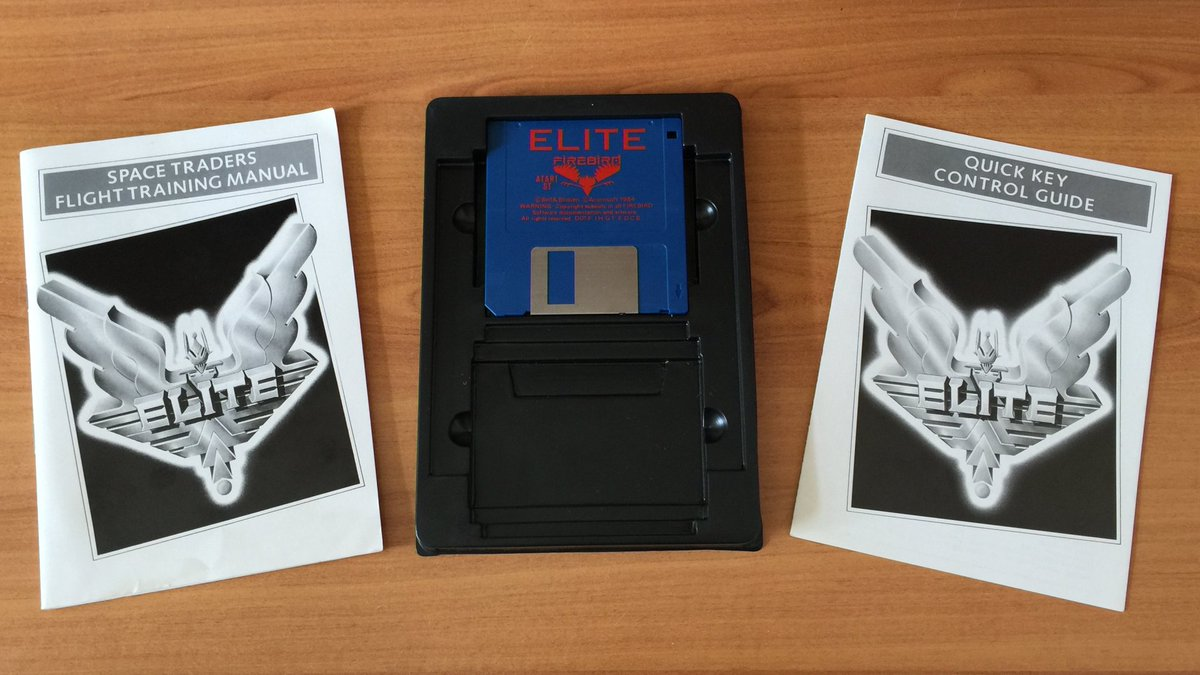 """Here are the manual, a reference card and a floppy disk containing 8 galaxies of 256 planets each! ☄️🚀🪐✨💫  I can't remember if the Atari ST version contains the novel """"The Dark Wheel"""" 🤔  (3/7) ⤵️  #Elite #DavidBraben #IanBell #Firebird #Retrogaming #BigBoxGames #BigBoxLove https://t.co/TyhkvzbF8x"""
