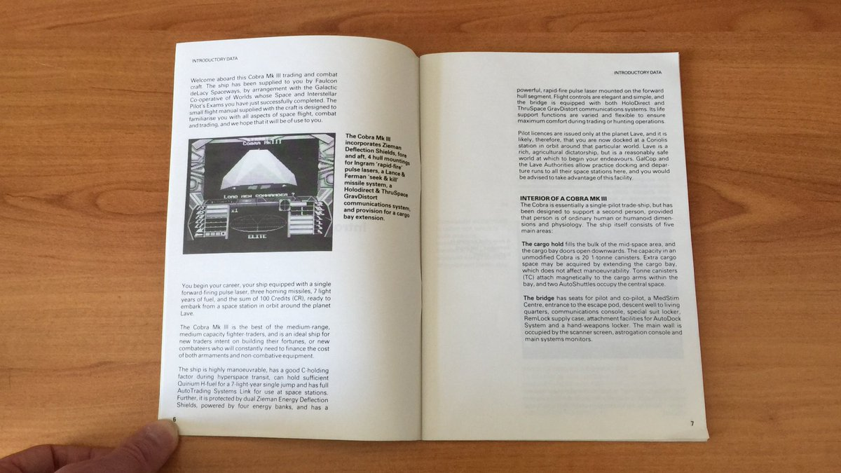 The manual is 64 pages long! It covers a variety of topics: navigation, flying, docking, trading, combats and politics. Wow! 😀  You start the adventure with a Cobra Mk III, my favorite ship 💕  (5/7) ⤵️  #Elite #DavidBraben #IanBell #Firebird #Retrogaming #AtariST #BigBoxGames https://t.co/p98PrUtSBX