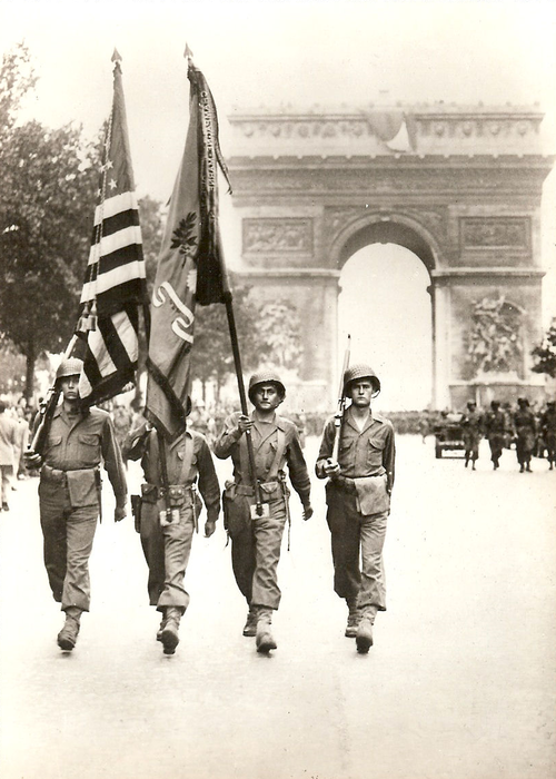 """[#DDay76] 🇬🇧 #OTD August 29, 1944: Victory Parade of the 28th (US) Infantry Division on the Champs Élysées in #Paris.  [#DDay] 🇫🇷 29 août 1944: """"défilé de la victoire"""" de la 28th (US) Infantry Division sur les Champs Élysées à Paris.  📸 NARA #WW2 #Histoire #Histoire #Normandie https://t.co/QcND5iTc5J"""
