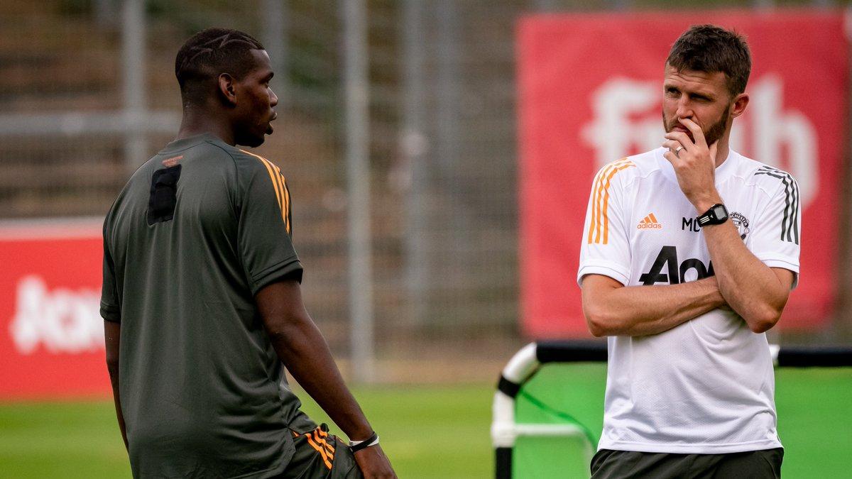 #MUFC midfield men, past and present 🔴 #UEL @PaulPogba @Carras16