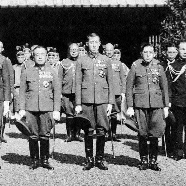 韓国がまた靖国神社にイチャモンをつけたが歴史を知らないのか?  写真は大日本帝国陸軍将校だった李王家の三人の殿下が昭和13年に靖国参拝したとき。左が当主の李垠殿下(陸軍中将)  右の李鍝殿下は皇軍統帥に関する立派な論文を著した。2年前に私が防衛省で発見。昭和20年に戦死され靖国のご祭神に。 https://t.co/kwMI9jAayg