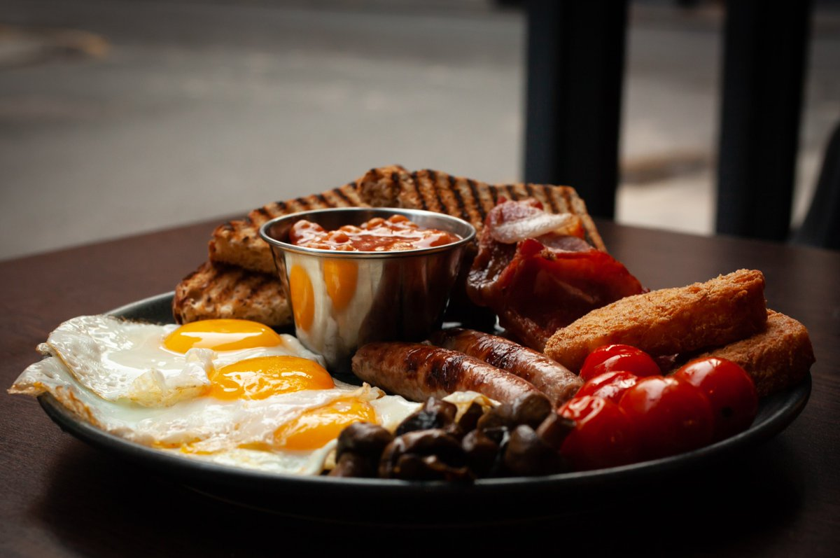 All your #Sundaybrunch essentials at TriBeCa 😍👇  Eggs, bacon, sausages, hash browns, roast tomato, baked beans, flat cap mushrooms & your choice of bread 🍳🥓  Can we tempt you? 👀Check out our full menu 👉  ❤️