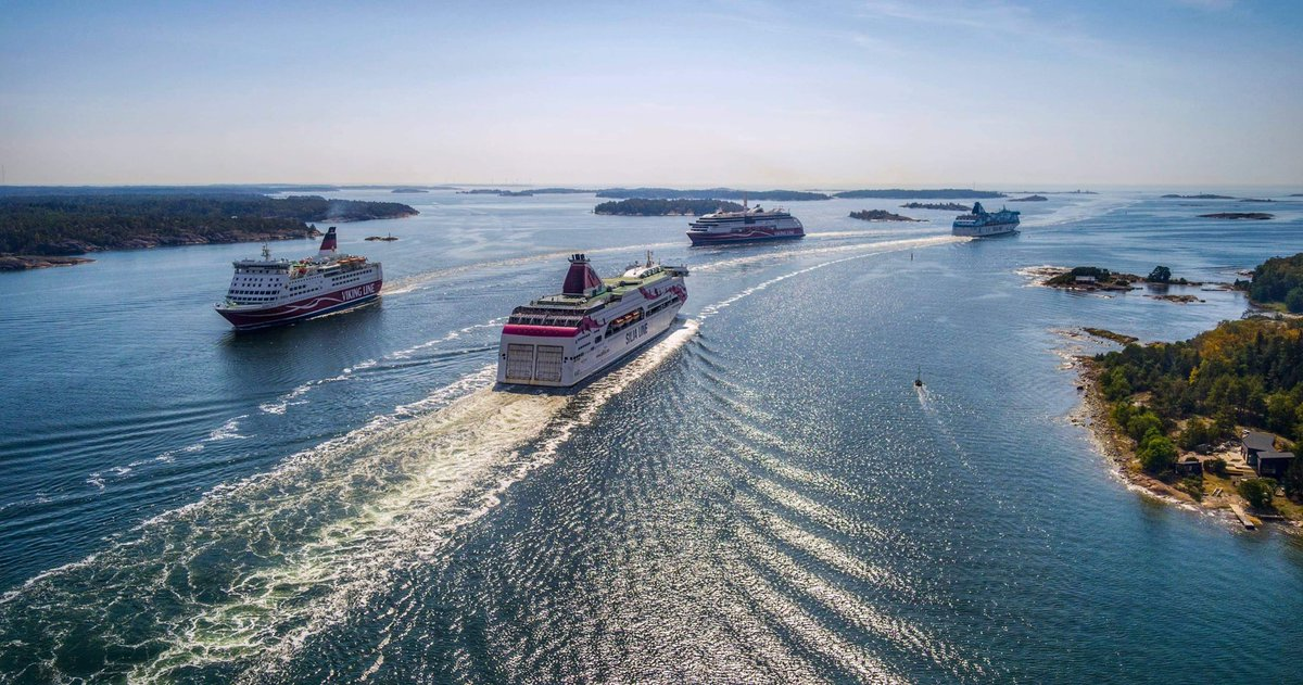Four ships in one pic! Happens every day in Mariehamn, Åland Islands. Contact @visitaland and feel welcome like Amorella, Viking Grace, Galaxy and Baltic Princess. @ShipsInPics #shipsinpics https://t.co/072fJ7ivRX