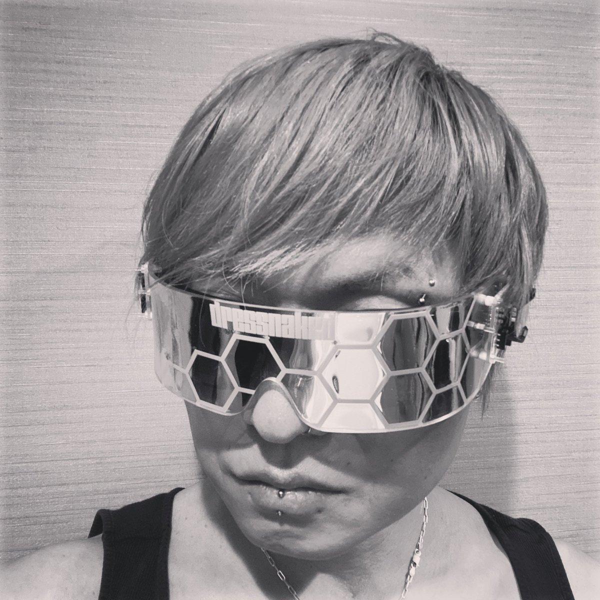 mirror type prototype  まだまだ商品にはなりませんなあ  #cycer #cyberfashion #cyberpunk #pdc #アーティズムマーケット #fashion https://t.co/ynrZrI7d0n