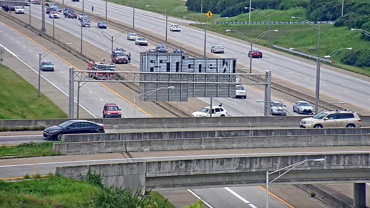 TRAFFIC ALERT:  Police Acitivity/Crash on I-264 EB at MM 11.8 (I-65) in Jefferson County.  The right and center lanes are currently blocked. https://t.co/GUveSEVW3a