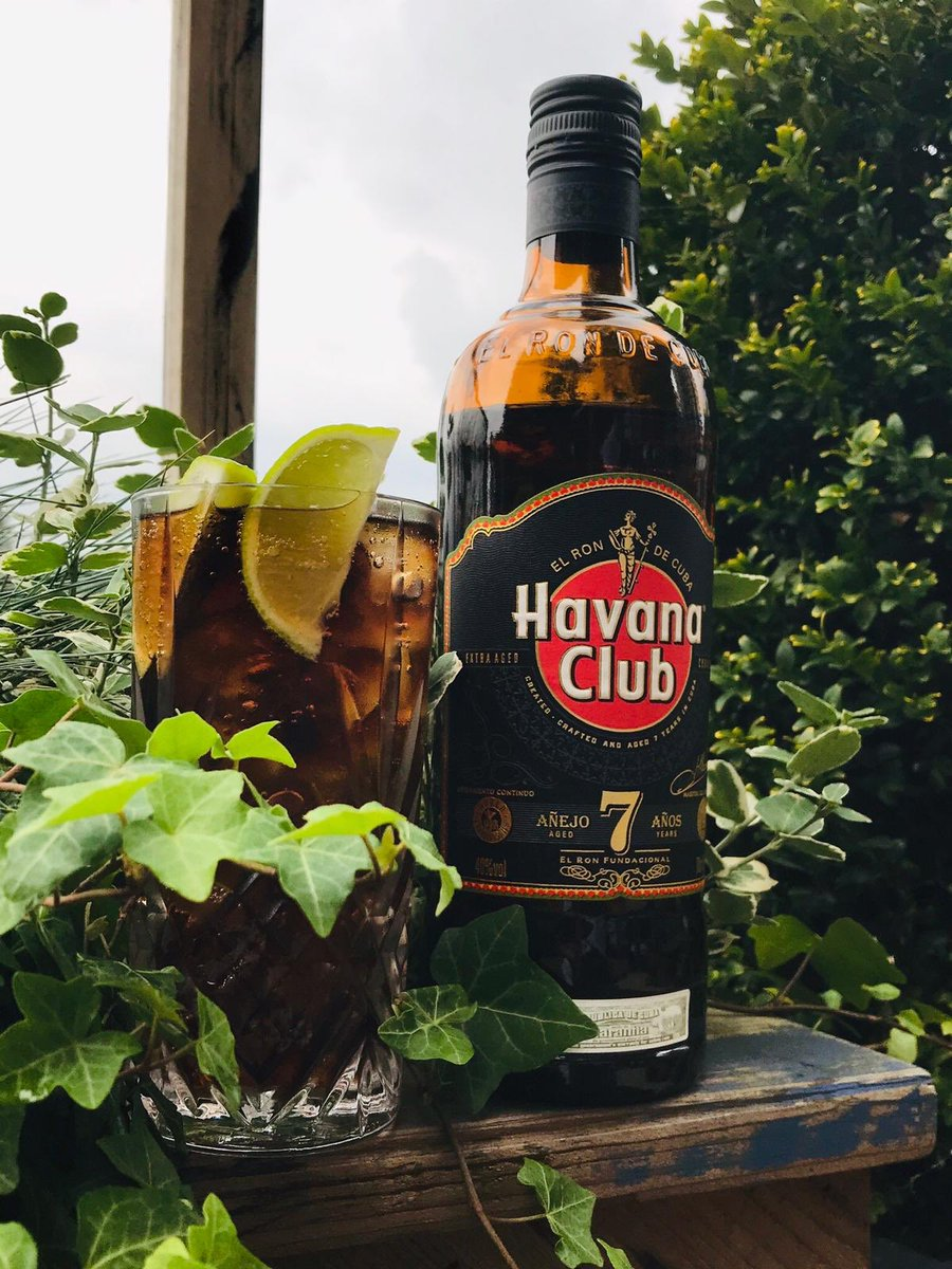 Happy #nationalrumday from all of us at the tavern! Come and grab a @HavanaClub_UK and coke with fresh lime, before the day is out...😎#rumandcoke #nineelms #sundayvibes https://t.co/P1gFCXvaw9