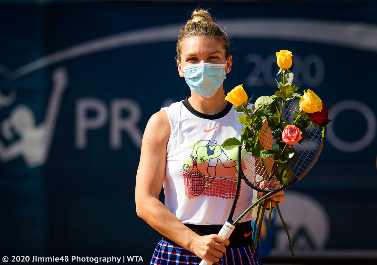 Does Simo smile underneath her mask? 🤔  Silly question.. 😄 https://t.co/etWvpY5KME