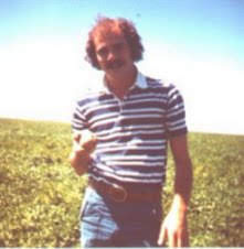 Thanks 2 My Dad, thru Blood, Sweat & Tears, Dad Started, which is now World's Largest, Potato Farm in Nevada. They said We were Crazy 2 Farm in the Desert! HA! Naysayers! It Worked!  Pic of Bro, 1971, holding 1st Crop Potato.  Dana https://t.co/mwyxMYQDJ7