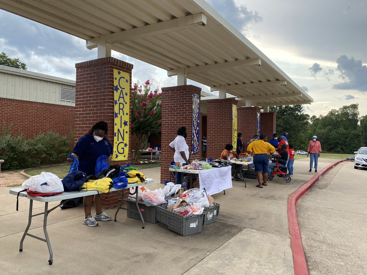 Thank you Mt. Zion CME, Jackson Trail Riders for serving our @jackson_chisd and @ChapelHill_ISD community! 💙💛