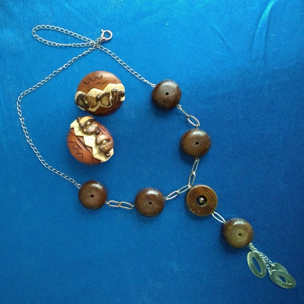 Check out #SterlingSilver and #WoodNecklace/Vintage Wood and #CoconutShell #ClipEarrings #Sterling https://t.co/3wBAf1M0iq via @eBay https://t.co/xIxX3cmpDU