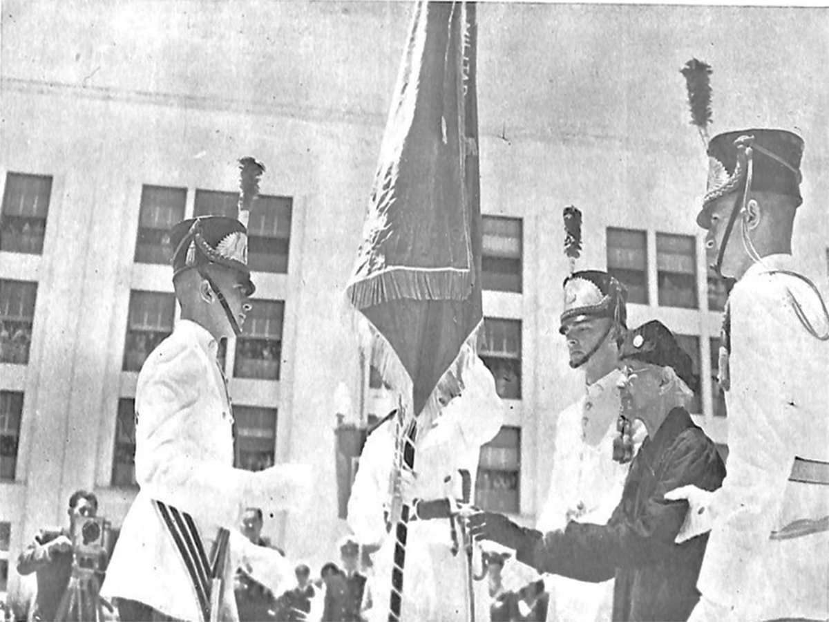 Academia Militar das Agulhas Negras rememora os 75 anos da primeira solenidade do Aspirantado https://t.co/3BX8cHpkSN #BraçoForte #MãoAmiga https://t.co/FW5luoJYWZ