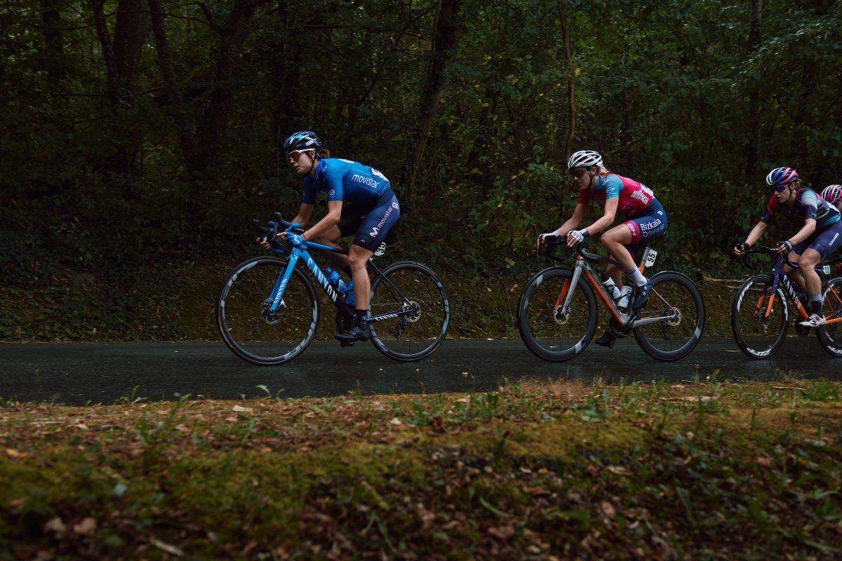Sheyla Gutierrez leads the winning move at the La Perigord Ladies, a 100 km road race from Cornille to Périgord, France. Congrats to Sheila and @Movistar_Team on a brilliant victory! #ZippZipp #MakingYouFaster 📷@Velofocus https://t.co/a6aiJFkpZF