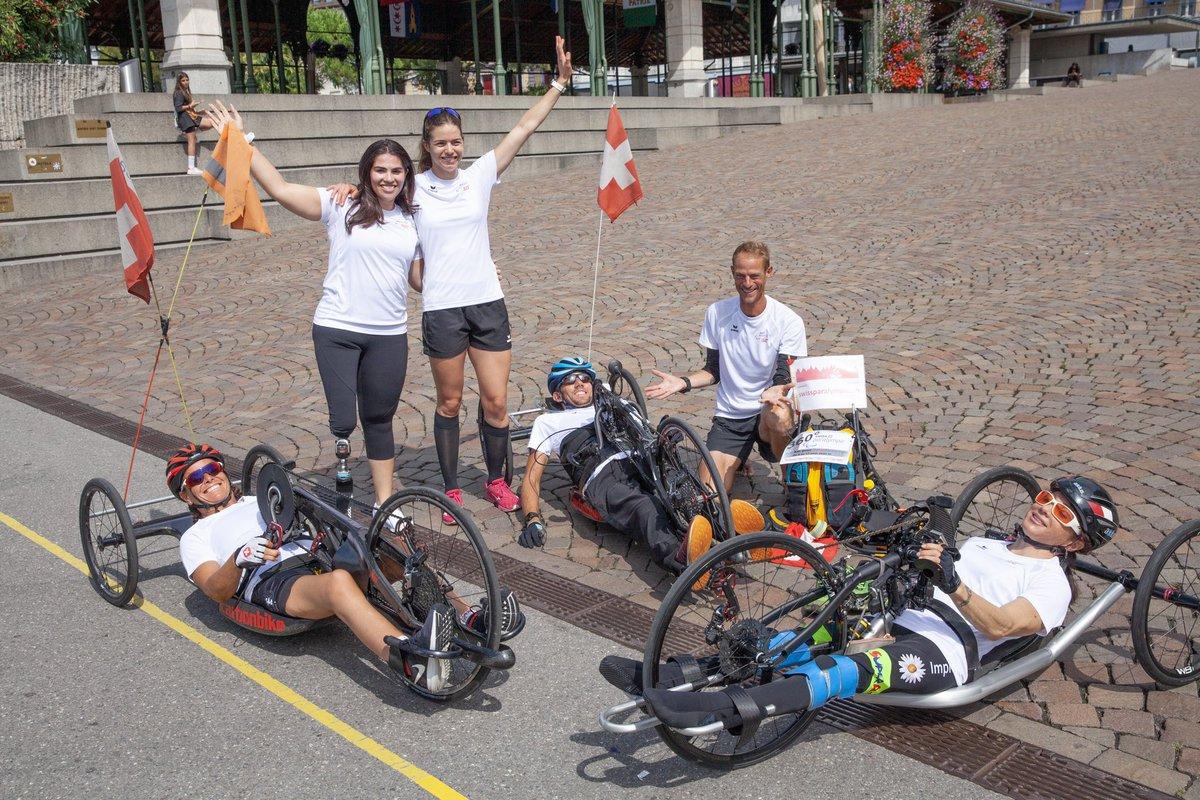 Arrivée de Hugues Jeanrenaud et des athlètes paralympiques à Montreux. Il a terminé les 360km à travers les Alpes suisses en 12 jours et réunit 7'014 francs de dons. Un merci à Hugues et à tous les donateurs ! https://t.co/sLvCRcTmJ5