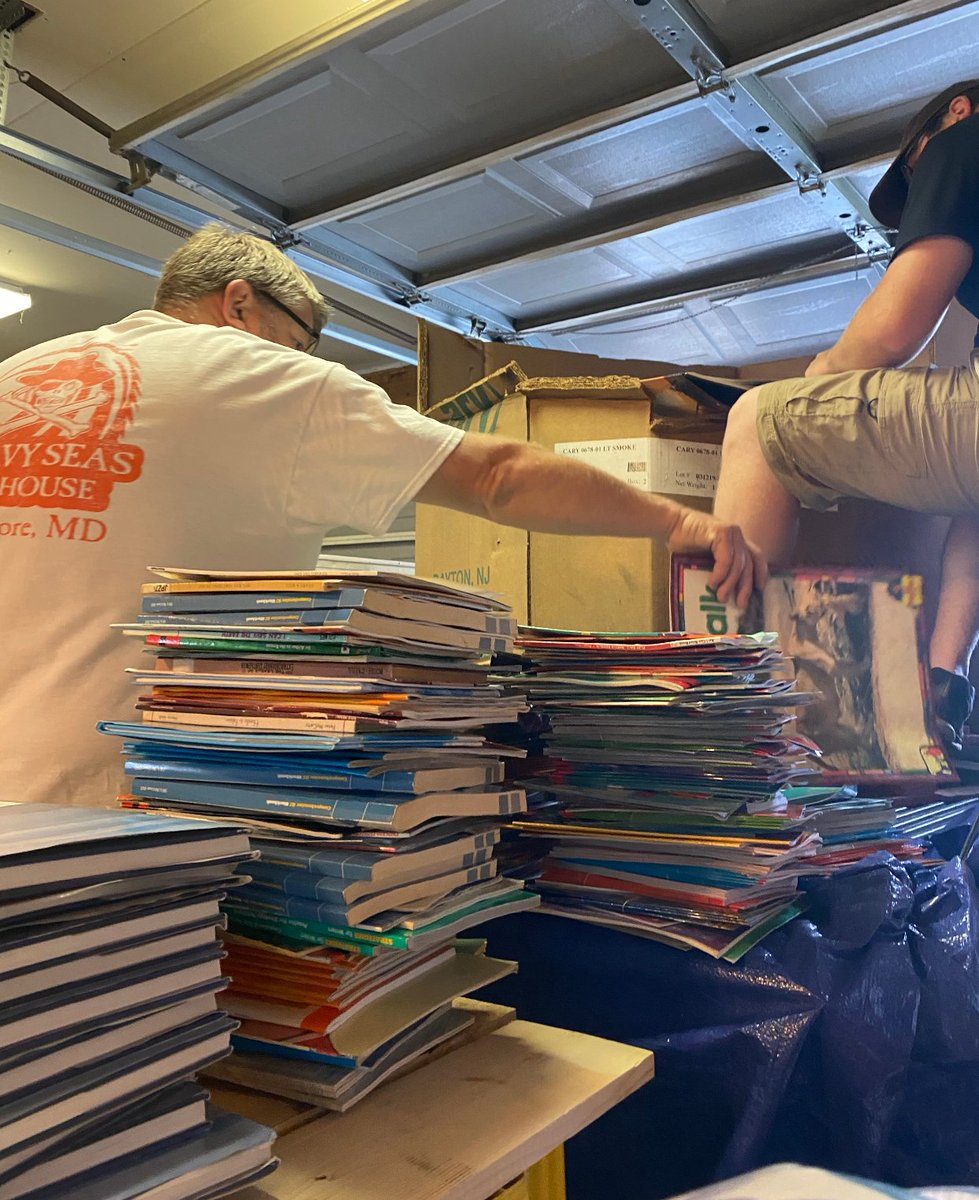 The not so glamorous side of this hustle! Unload, sort, stack, repeat! Dude, that's a lot of books https://t.co/HcMmwuRBNk