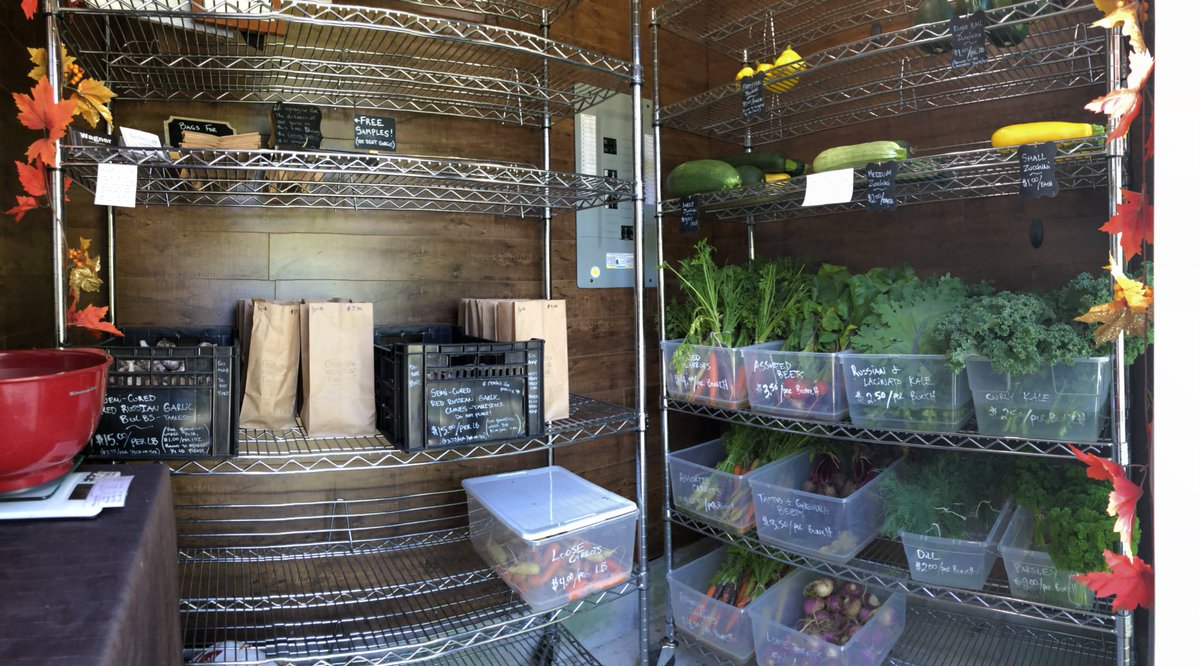 In case you all are wondering what is in the #farmstand as of 12pm today...   Just picked a batch of zucchini and a few bunches of dill too.   #farmdirect #local#natural #vegetables #food #buybc #supportyourlocalfarmer #bcfarmfresh https://t.co/6lgF8jUlVE