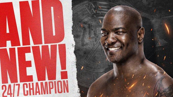 WWE 24/7 Championship muda de mãos por três vezes no RAW