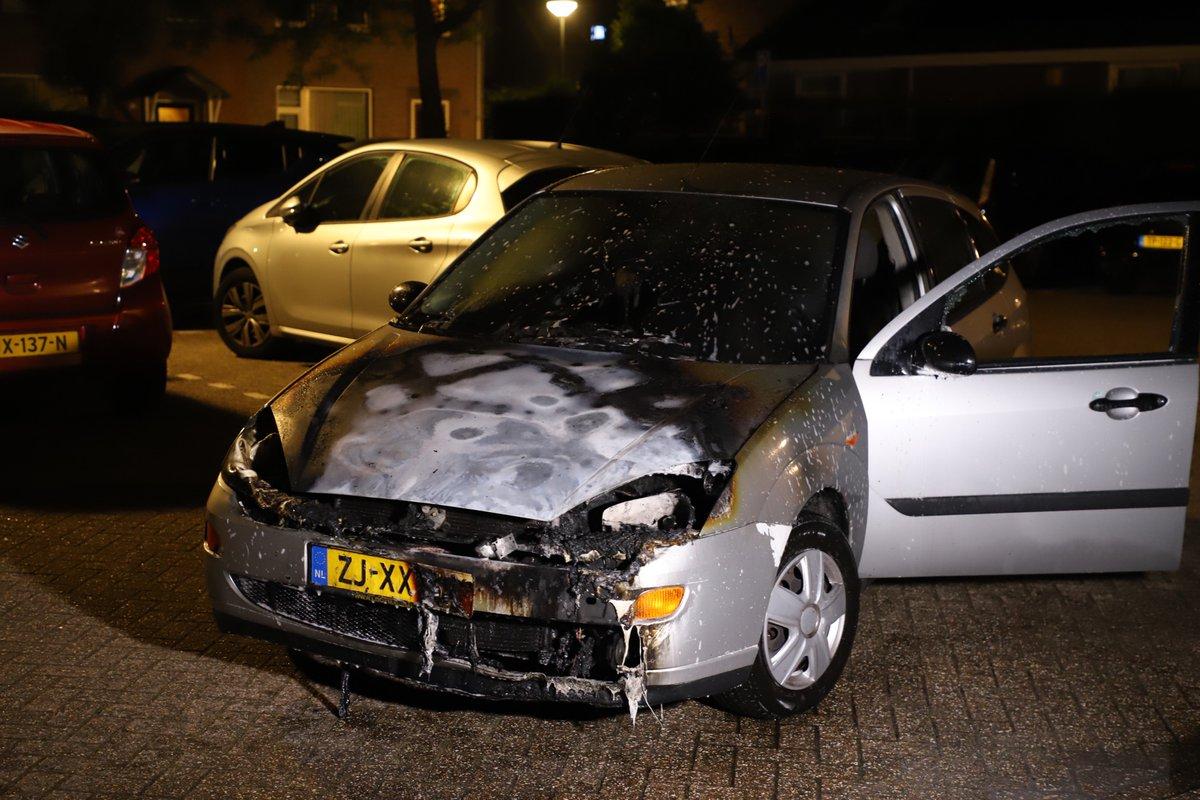 Politie op zoek naar brandstichter in #Vught, weer twee autobranden #Autobrand #Brandstichting.