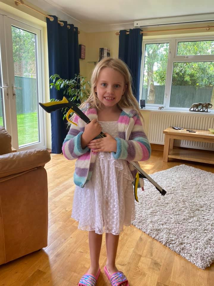 We are SO excited to talk to 6-year-old Holly, who has been litter-picking in #Grantham, because she wants to 'save the world'! 💚🚮🌏   She & proud Dad David will be talking to @CarlaGreene84 very shortly! #BBCMakeADifference  👂 https://t.co/1AQXKIuGbO https://t.co/PR3tXzNLoi