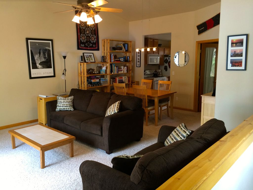 #JustRented     Furnished 2 bed / 2 ba in #TahoeDonner $2000/mo. for 6-month lease     For more rental opportunities, check out our current listings   #linkinbio #landinglocals #tahoetruckee #mountainlife https://t.co/NkUg4XcHW7